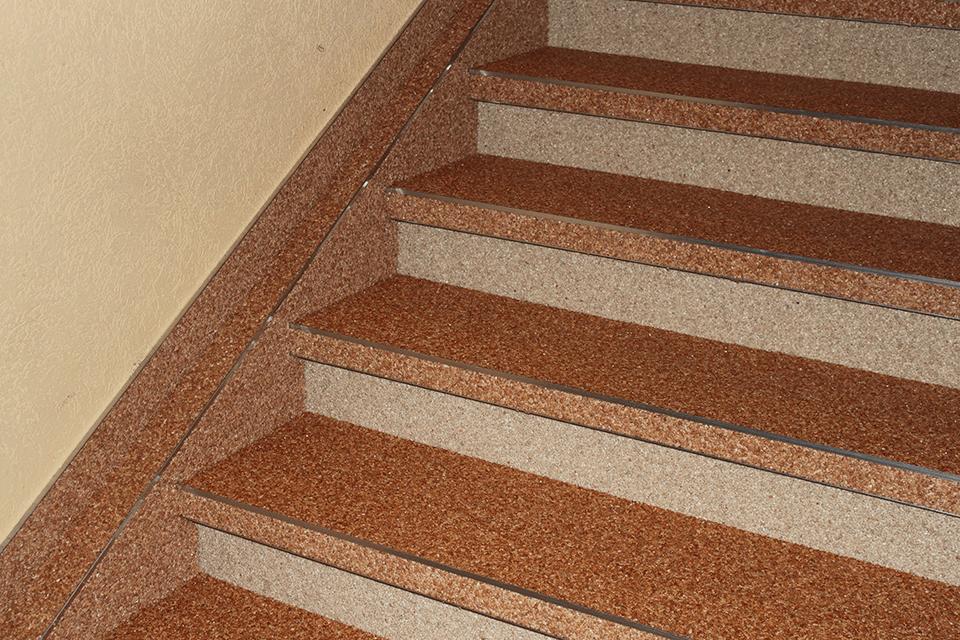 Steinteppich_Natursteinteppich_Boden_Stiege_Sanierung_terrakotta_Marmor