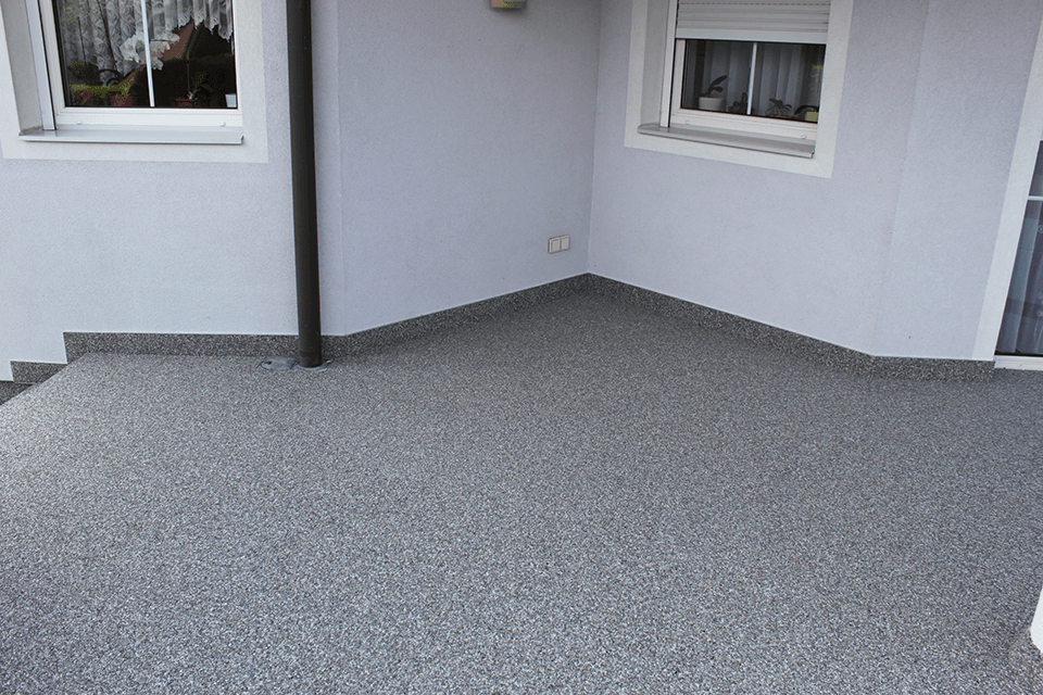 Steinteppich_Natursteinteppich_Terrasse_aussen_hellgrauerMarmor